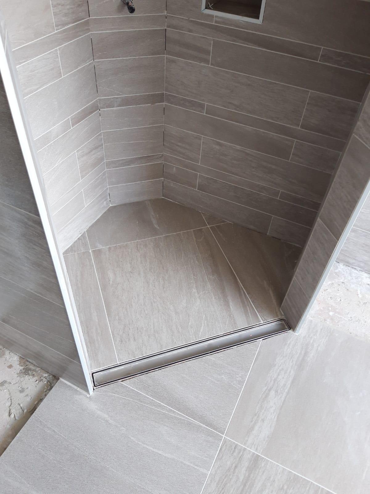 Tegelwerk badkamer en wc 1